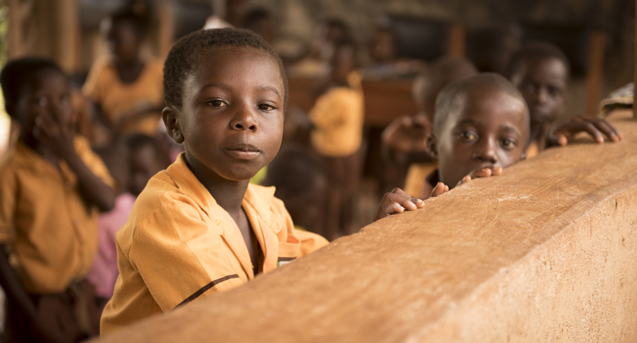 Bambini a scuola nella comunità di Akwapuro, Ghana