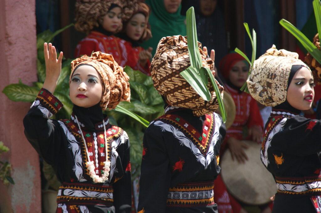 Una parte del Premio Fartrade è stata investita per corsi di danza tradizionale indonesiana per fare in modo che questa cultura sia trasmessa alle generazioni future.