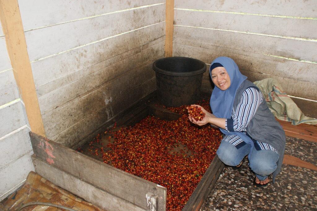 Rizkani Ahmad, presidente e fondatrice della cooperativa Koperasi Kopi Wanita Gayo.