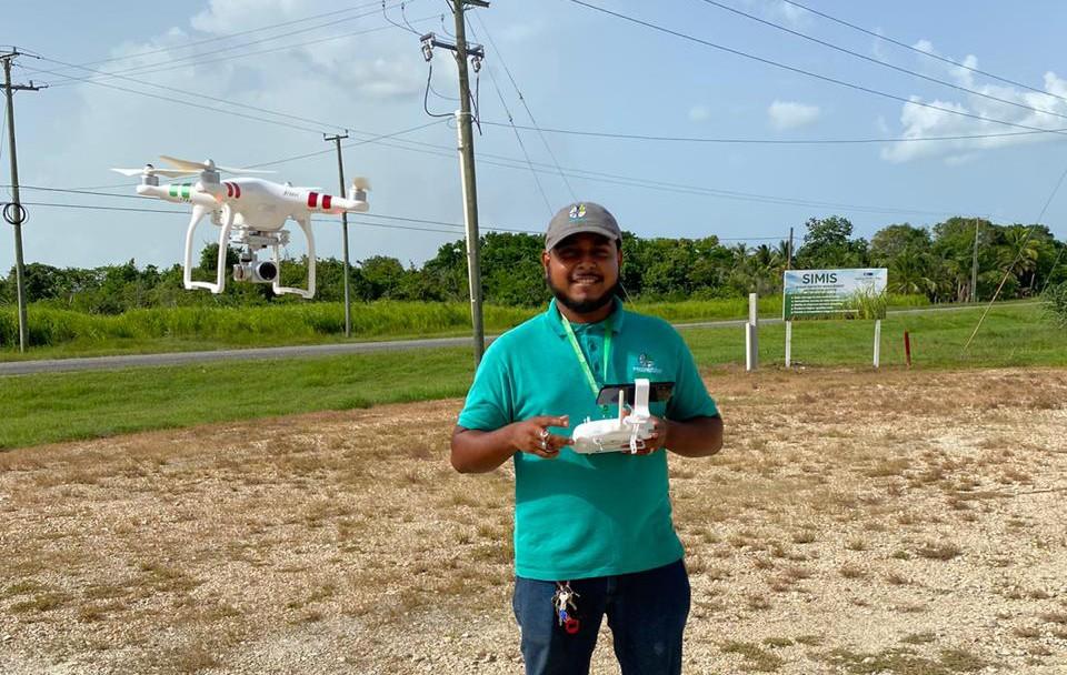 Produttore Fairtrade usa un drone per il monitoraggio delel coltivazioni di canna da zucchero