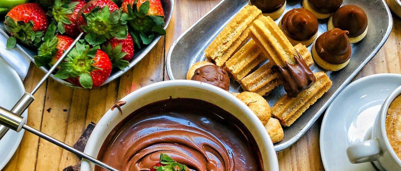Fonduta di Cioccolato con Biscotti
