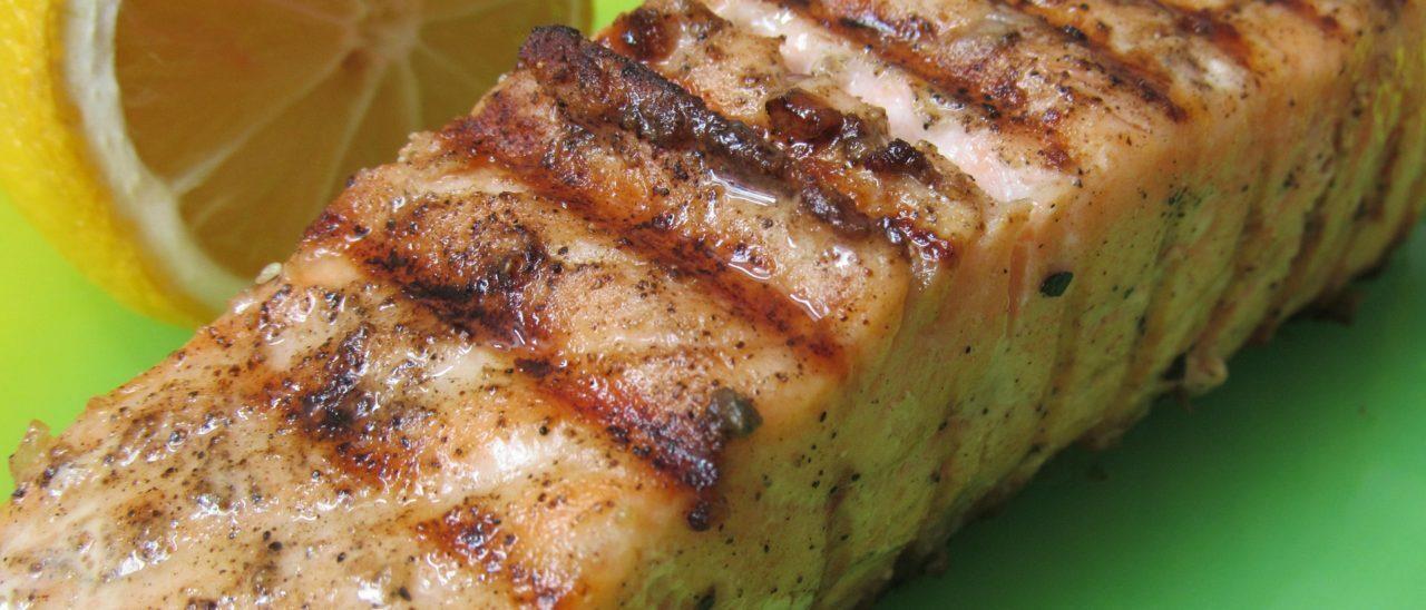 Salmone grigliato allo zenzero con riso basmati alle spezie