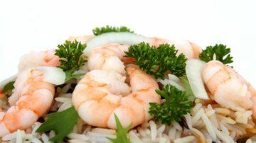 Tortino di mais e riso con gamberi alle spezie
